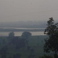 Llegada a Haridwar: pasando el rato antes del Har-Ki-Pauri.