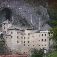 El castillo de Predjama y las cuevas de Postojna en Eslovenia